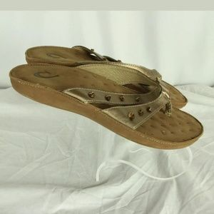 Olukai sandals size 7